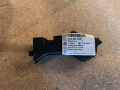 Уплотнитель капота правый Audi Q7 4L0823722
