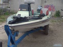 Продам пластиковую лодку macro 13