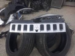 Решетка радиатора Mitsubishi Delica D5
