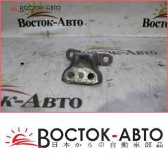 Крепление боковой двери Toyota Vitz NCP91 1NZFE (68740-33021,68740-33020)