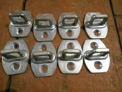 Петля замка боковой двери 69410-33010 Toyota
