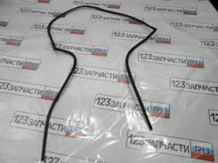 Молдинг стекла заднего Toyota Avensis AZT251