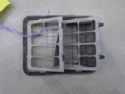 Решетка вентиляционная Mitsubishi Pajero / Montero 3 (V6, V7) 2000-2006 Номер OEM MR233681