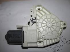 Моторчик стеклоподъемника задний левый [5L0959811A] для Skoda Yeti