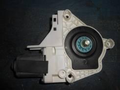 Моторчик стеклоподъемника передний левый [8K0959811A]