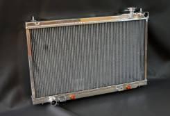 Алюминиевый радиатор Ниссан G35 с мотором VQ35 в кузове купэ