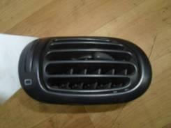 Дефлектор в торпедо левый Peugeot 206 2008 (Дефлектор воздушный) [8237C3]