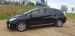 Отдам в рассрочку Toyota Prius 2012 год.