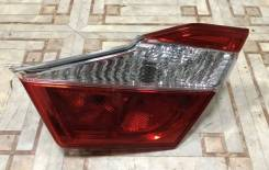 Фонарь задний в крышку багажника Toyota Camry [8158133220]