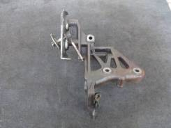 Кронштейн компрессора кондиционера G25A Honda