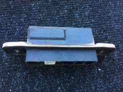 Кнопка открывания пятой двери Toyota Corolla Fielder NZE141