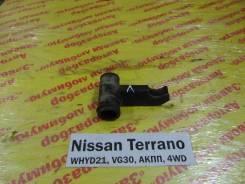 Кронштейн торсиона лев. Nissan Terrano WHYD21 Nissan Terrano WHYD21 1992