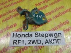 Крепление двери перед. лев. нижн. Honda Stepwgn RF1 Honda Stepwgn RF1 1997