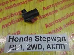Насос омывателя Honda Stepwgn RF1 Honda Stepwgn RF1 1997
