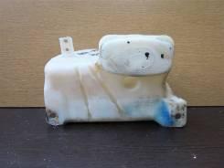 Бачок омывателя - Toyota - Hiace)