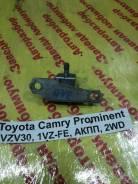Крепление двери Toyota Camry Prominent Toyota Camry Prominent 1990.09, левое заднее