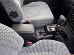 Бардачок между сиденьями. Mitsubishi Pajero, V14V, V21W, V23C, V23W, V24C, V24V, V24W, V24WG, V25C, V25W, V26C, V26W, V26WG, V31V, V31W, V33V, V34V, V...