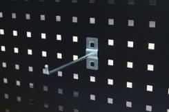 Крючок длинный для хранения инструмента на перфорированной панели.