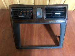 Консоль магнитофона на Nissan Cefiro A33