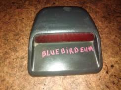 Стоп-сигнал в салоне Nissan Bluebird EU14