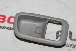 Накладка на ручку двери внутреннюю задняя правая Toyota Windom MCV21