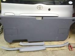 Обшивка двери багажника Toyota Ipsum SXM10