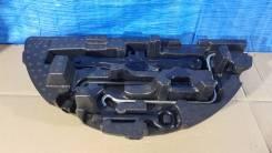 Домкрат/крепление/крюк/балонник комплект toyota prius a/alpha zvw41-06