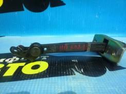 Ограничитель двери задний левый Toyota Mark2 JZX110 83