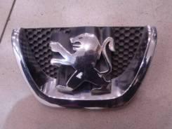 Эмблема передняя Peugeot 207