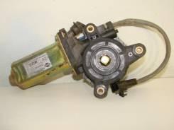 Б/У моторчик стеклоподъёмника задний правый 827303J100