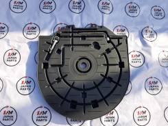 Крышка запасного колеса Mazda Axela