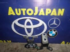 Петли двери задняя левая Toyota Caldina AZT246 { 68760-20120/68780-52030} б/у 68780-52030