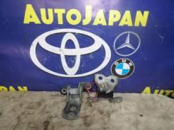 Петли двери передняя левая Toyota Caldina AZT246 {68720-12150/68740-52010} б/у 68740-52010