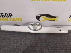 Накладка крышки багажника Camry 40