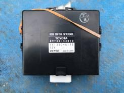Блок управления дверьми 89740-44010 Toyota Ipsum
