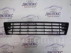 Решетка в бампер центральная VW Golf V Plus 2005-2014 [5m0853677]
