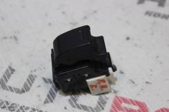 Кнопка стеклоподъемника задняя правая Toyota Corolla NZE121