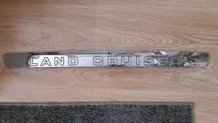 Оригинальная накладка двери багажника Toyota Land Cruiser 200