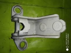 Шарнир нижний задней правой двери на Honda Accord CL7 CL9 2003-2007г