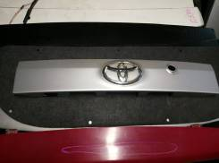Накладка двери багажника Toyota Passo Sette, M502E