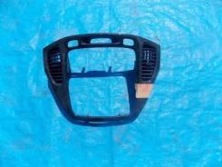 Рамка магнитофона Toyota Kluger 2002