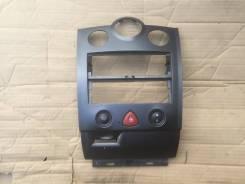 Консоль магнитафона Renault Megane II KM