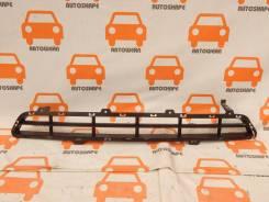 Решётка переднего бампера центральная Hyundai Grand Santa Fe 2013-2016