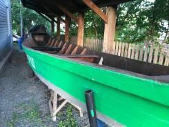 Деревянная лодка с прицепом