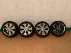 Продам комплект колес на 17 с летней резиной