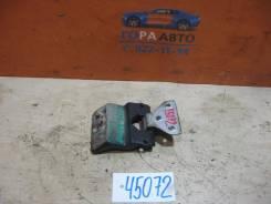 Петля двери багажника левая Mercedes Benz Vito (638) 1996-2003
