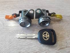 Личинка замка Toyota corolla 110 Nadia правая и левая с ключами.