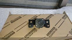 Камера в решетку радиатора Lexus UX