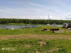 Стоянка лодок , катеров и кораблей