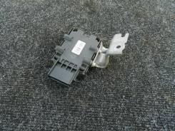 Блок управления бензонасосом Lexus IS25/350